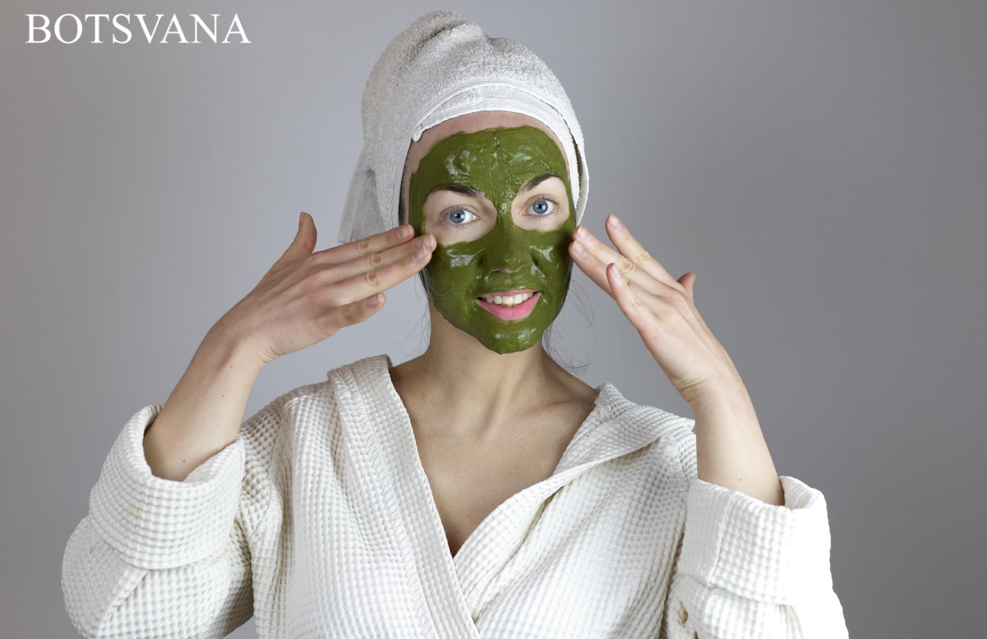 Woman with face mask 613357 - Yüz Maskesi Nasıl Yapılır?